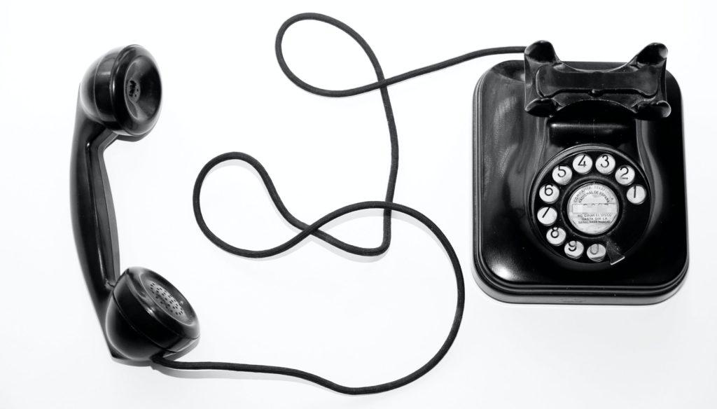 ancien téléphone noir contact